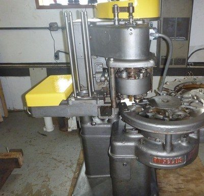 Picture of an Angelus 10P can seamer